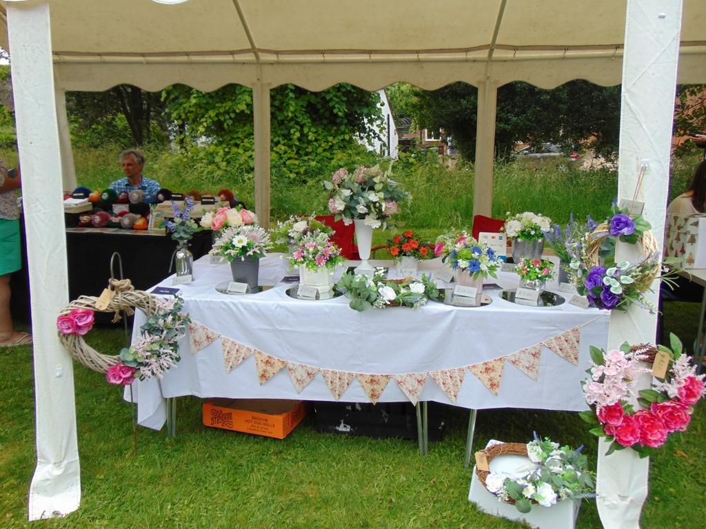 Exquisite Flower Arrangements - Alan Morris